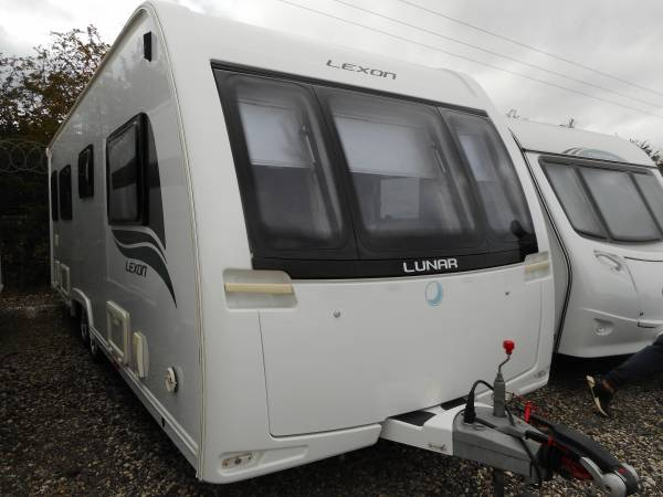 Lunar Lexon 640 2014, 4 Berth, Fixed Twin Single Bed Caravan with Motor Mover and Awning