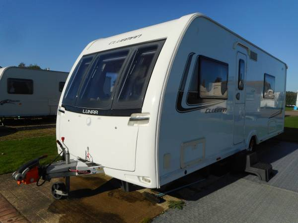 Lunar Clubman SE 2013, 4 Berth Fixed French Bed Caravan, End Washroom, awning and Motor Mover.