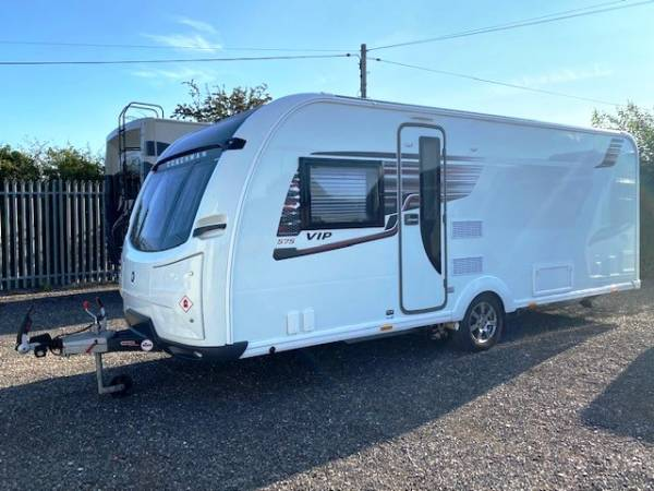 2018 4-berth Coachman VIP 575 caravan for sale with fixed island bed